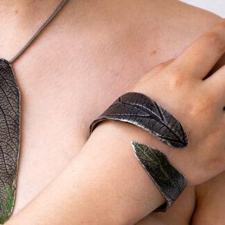 Unikat-Silber-Schmuckkunst in Blattform von Petra Wenski-Hänisch, Anhänger, Ring, Armband, Blattoptik, Silber
