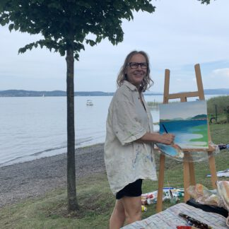 Petra Wenski-Hänisch beim Malen im Freien am Bodensee